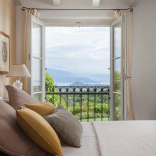 Idee per una camera da letto country con pareti bianche