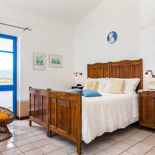 Immagine di una camera da letto mediterranea