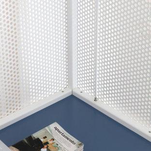 Diseño de habitación de invitados urbana, pequeña, con suelo azul