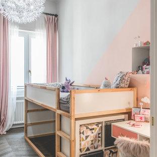 Idee per una cameretta per bambini da 4 a 10 anni design con pareti rosa, parquet scuro e pavimento marrone