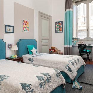 Immagine di una cameretta per bambini classica con pareti bianche