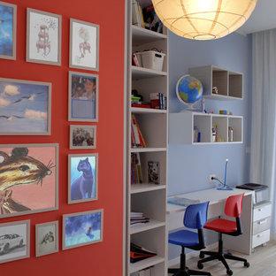 Foto de dormitorio infantil actual, grande, con paredes rojas y suelo de baldosas de porcelana