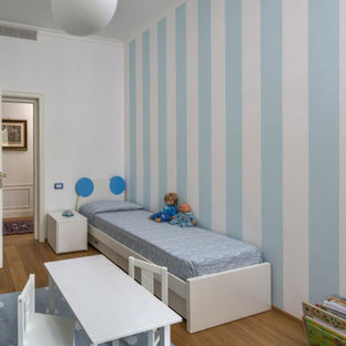 На фото: маленькая детская в классическом стиле с спальным местом, разноцветными стенами, светлым паркетным полом, желтым полом и многоуровневым потолком для ребенка от 4 до 10 лет, мальчика