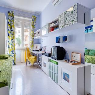 Esempio di una cameretta per bambini contemporanea di medie dimensioni con pavimento in laminato, pavimento beige e pareti blu
