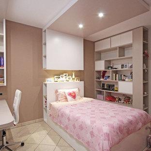 Ejemplo de habitación de niña de 4 a 10 años, minimalista, grande, con paredes multicolor, suelo de baldosas de cerámica y suelo multicolor