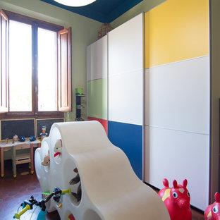 На фото: нейтральная детская с игровой среднего размера в современном стиле с разноцветными стенами и полом из терракотовой плитки для ребенка от 1 до 3 лет с