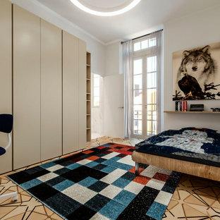 Diseño de dormitorio infantil contemporáneo, de tamaño medio, con paredes blancas y suelo de madera clara