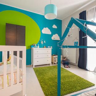 На фото: нейтральная детская среднего размера в современном стиле с спальным местом, разноцветными стенами и полом из керамогранита для ребенка от 4 до 10 лет с