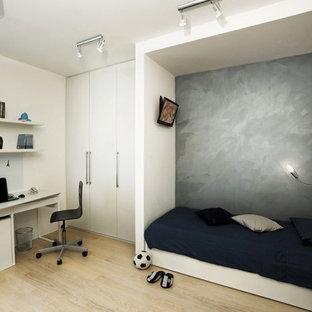 Idee per una piccola cameretta per bambini minimalista con pareti grigie, parquet chiaro e soffitto ribassato