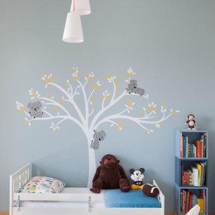Idee per una cameretta per bambini da 4 a 10 anni contemporanea di medie dimensioni con pareti blu e pavimento beige
