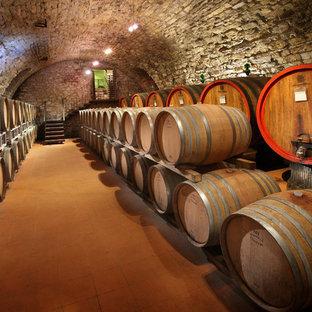 Exempel på en mycket stor lantlig vinkällare