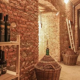 他の地域の地中海スタイルのおしゃれなワインセラー (コンクリートの床、ワインラック、グレーの床) の写真