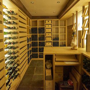 Cette image montre une cave à vin design.