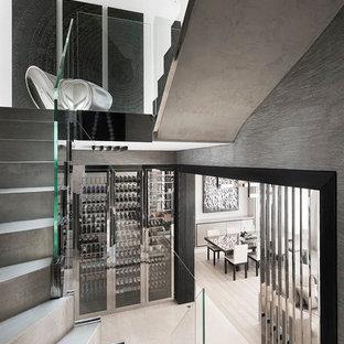 Foto di una cantina minimalista di medie dimensioni con portabottiglie a vista
