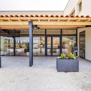Immagine di una cantina design di medie dimensioni con pavimento con piastrelle in ceramica