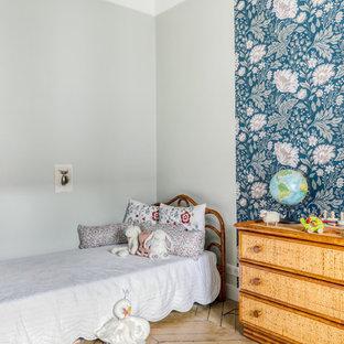 Idées déco pour une chambre d'enfant de 4 à 10 ans contemporaine avec un mur vert et un sol beige.