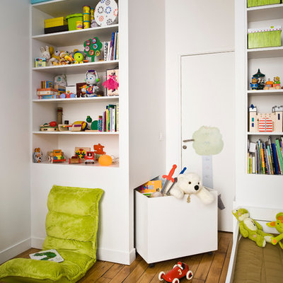 Inspiration for a small contemporary gender-neutral medium tone wood floor and brown floor childrens' room remodel in Paris with white walls