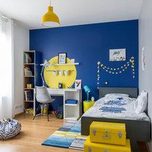 Chambre de garçon bleue et jaune - Modern - Kinderzimmer ...