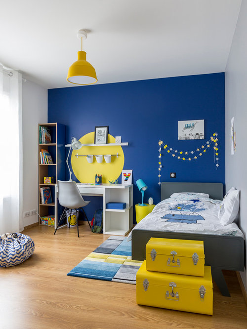 chambre de gar on bleue et jaune. Black Bedroom Furniture Sets. Home Design Ideas