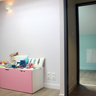 Small cottage chic girl laminate floor kids' room photo in Bordeaux with pink walls