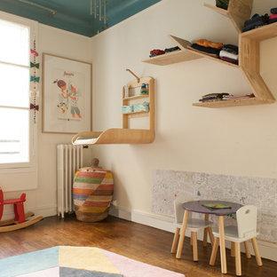 Exemple d'une chambre d'enfant éclectique.