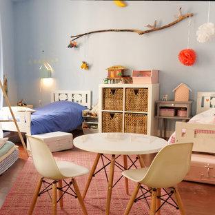 Cette photo montre une grande chambre d'enfant de 4 à 10 ans chic.