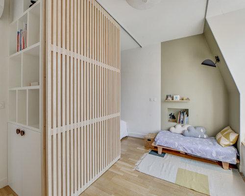 amnagement dune chambre denfant contemporaine avec un mur vert un sol
