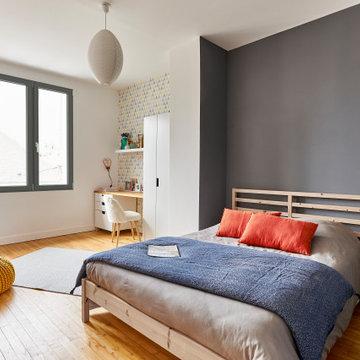 Fenêtre décorative en gris anthracite pour chambre parentale