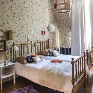 Idées déco pour une chambre d'enfant de 4 à 10 ans éclectique de taille moyenne avec un sol en bois brun.