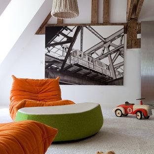 Idée de décoration pour une chambre d'enfant de 1 à 3 ans champêtre de taille moyenne avec un mur blanc et moquette.