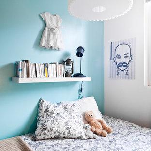 Exemple d'une chambre d'enfant industrielle de taille moyenne avec un mur multicolore.