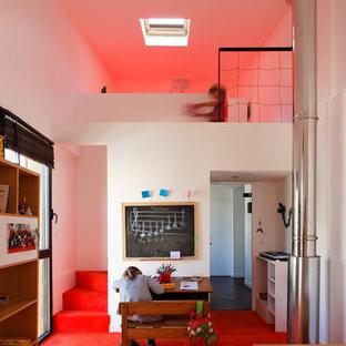 Idées déco pour une grande chambre d'enfant de 4 à 10 ans contemporaine avec un mur blanc et moquette.
