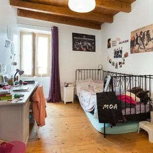 Cette photo montre une chambre d'enfant chic.