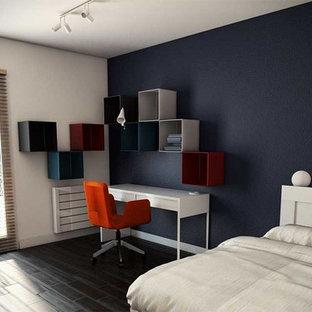 Ejemplo de dormitorio infantil minimalista, grande, con paredes azules, suelo de madera oscura y suelo marrón