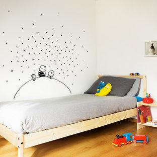Aménagement d'une chambre d'enfant de 4 à 10 ans contemporaine de taille moyenne.