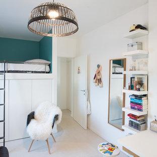 Inspiration pour une chambre d'enfant design avec un mur multicolore.