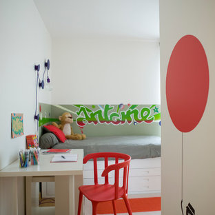 Photo of a medium sized bohemian gender neutral children's room in Paris with white walls and light hardwood flooring.
