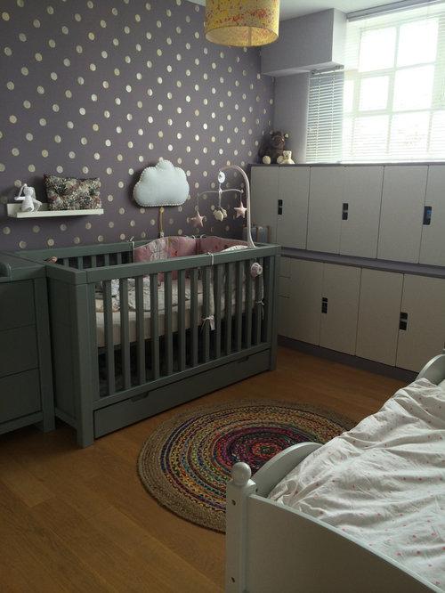 chambre de b b avec un mur violet france photos am nagement et id es d co de chambres de b b. Black Bedroom Furniture Sets. Home Design Ideas