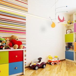 Esempio di una cameretta per neonati mediterranea