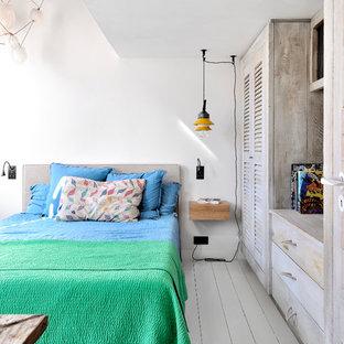 Merveilleux Cette Image Montre Une Chambre Bohème Avec Un Mur Blanc, Un Sol En Bois  Peint