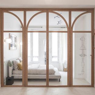 Réalisation d'une chambre design avec un mur blanc, béton au sol et un sol gris.