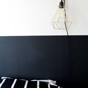 Diseño de dormitorio principal, contemporáneo, pequeño, sin chimenea, con paredes beige, suelo de linóleo y suelo gris