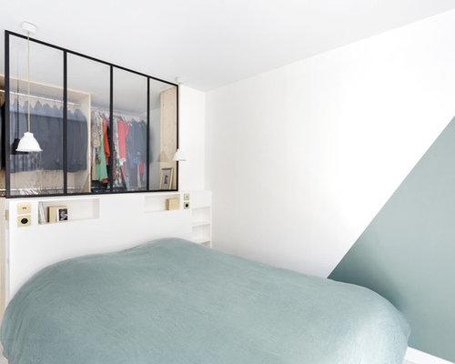 Chambre adulte scandinave avec un mur vert photos et for Taille minimum d une chambre