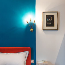 Contemporary Bedroom by Marion Alberge Décoration