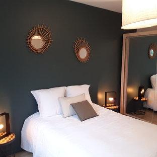 Imagen de dormitorio nórdico, grande, con suelo vinílico