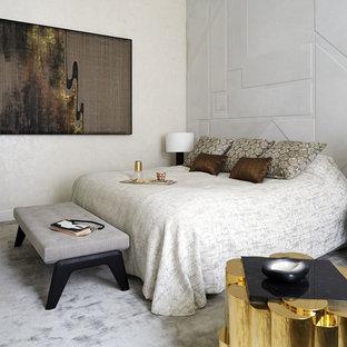 Inspiration pour une très grande chambre design avec un mur gris et un sol gris.