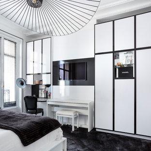 Cette photo montre une chambre avec moquette tendance avec un sol noir.