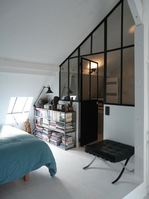 Interesting cette photo montre une chambre mansarde ou avec mezzanine de taille moyenne avec un - Eclairage chambre mansardee ...