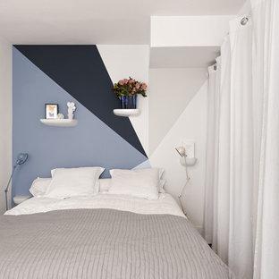 Imagen de dormitorio contemporáneo, pequeño, con paredes blancas