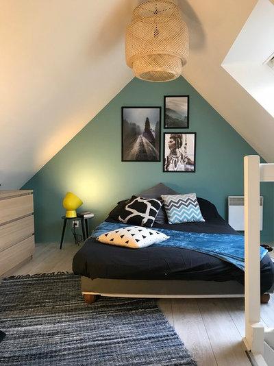 Contemporary Bedroom by BCOZ!   Architecture d'intérieur